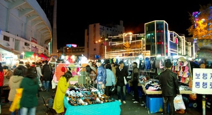 Dongdaemun's Late Night Snack Market